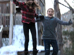 08-viva-friend-jumping