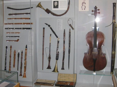 Cello, flutes and other instruments used in Beethoven's day
