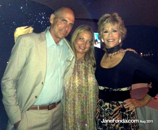 JF-with-James-Taylor-&-his-wife-Kim-featured