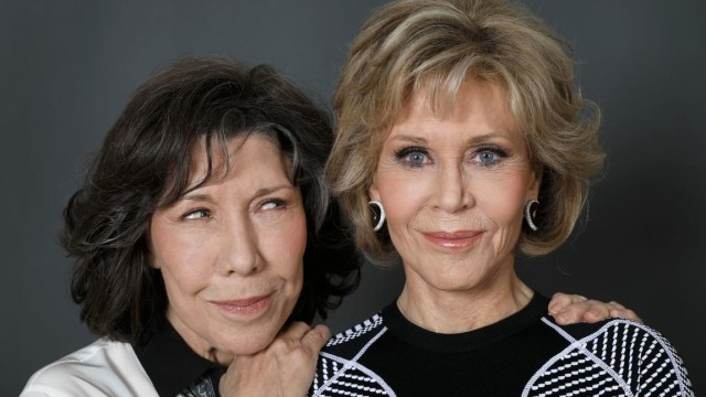 "Lily Tomlin, left, and Jane Fonda keep bringing the laughs with the season 4 return of their Netflix comedy, ""Grace & Frankie,"" which premieres Friday. (Gary Coronado / Los Angeles Times)"